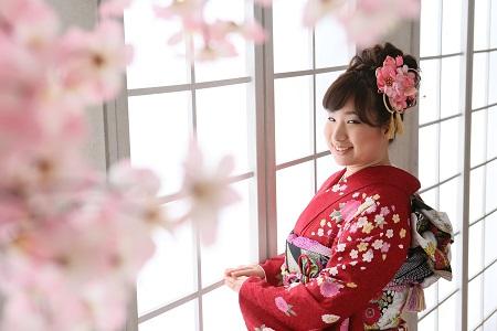 桜の向こうに二十歳への喜びが見えます