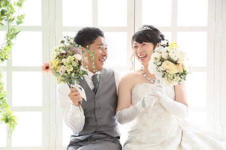 婚礼 ドレス 見つめ合い